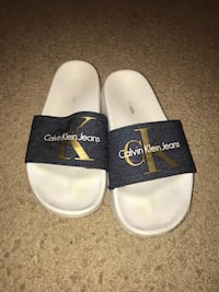 Pair of white-and-black gucci slide sandals Dumfries, 22026