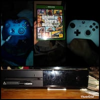Xbox one with two controllers and gta5 Houston, 77009