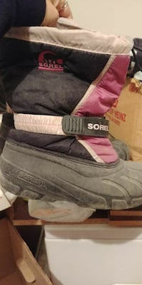unpaired pink and black Sorel duck boot