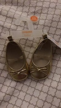 Brand new, size 3-6m Gymboree gold flats 3750 km