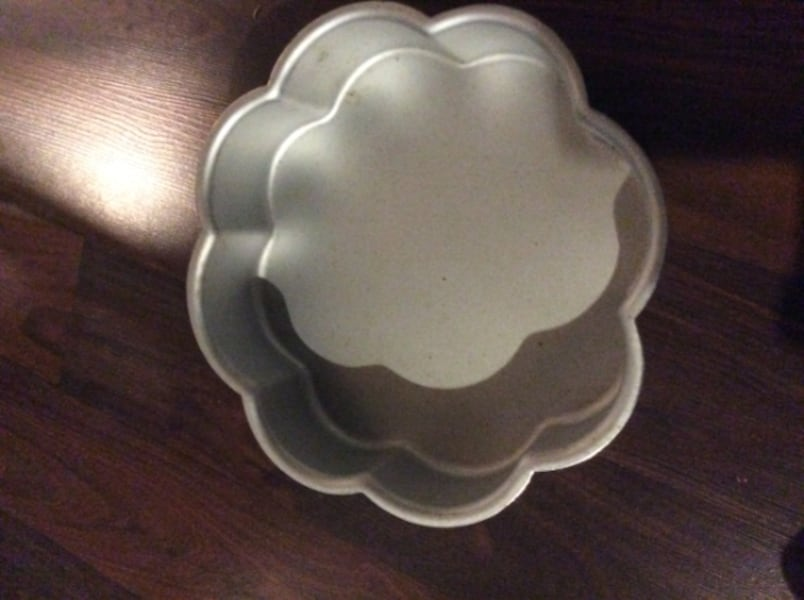 JUST REDUCED Wilton cake pans  21e3c8a1-76ef-45ae-a2cb-9a0769e3f718