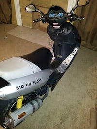 black and white MC-04-150Y motor scooter