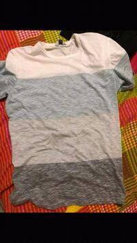 gray and white crew-neck t-shirt Surrey, V3W 4B2