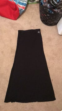 black maxi skirt with slit in side size xs 369 mi
