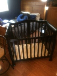 Brand new graco baby crib used for a month have new matress kids to big for it need holiday money