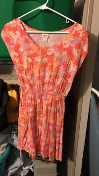 women's pink and white floral dress Blakesburg, 52536