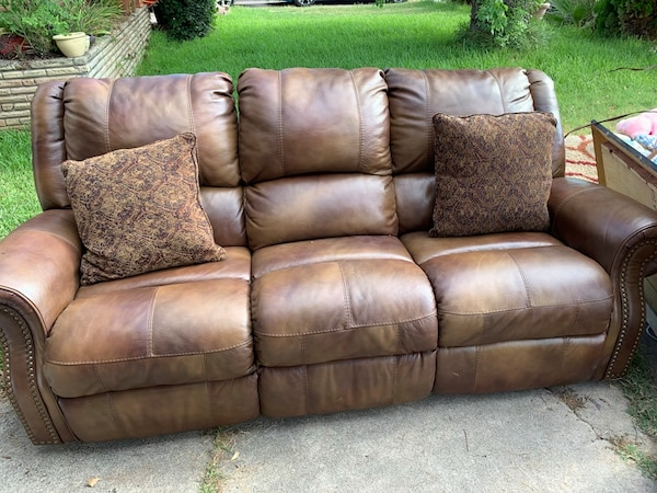Brown leather sofa it declines on both ends asking $350 obo mpu Portland