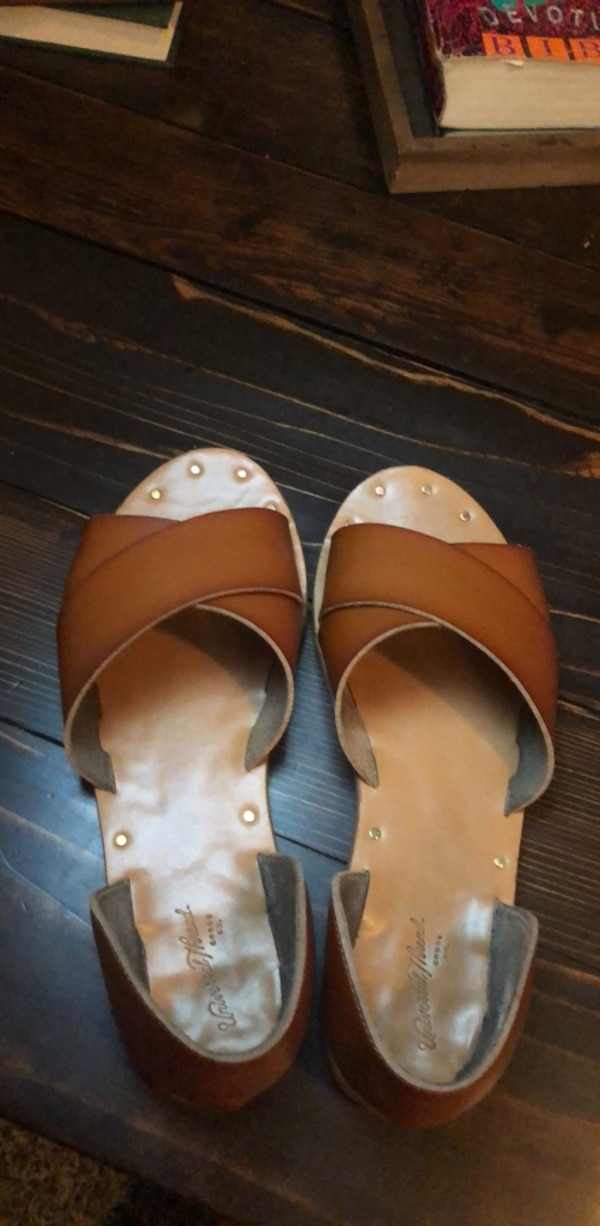 8359a57ca Used Sz 6 Camel colored Sandals for sale in Frisco - letgo