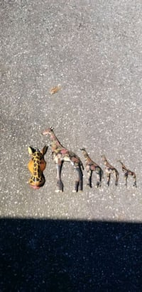 Decorative Giraffes (4 tin and one wooden mask)