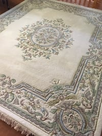 "Wool Persian carpet 120"" x 95""  thick  ivory/ blue. call if interested Montréal, H9C"