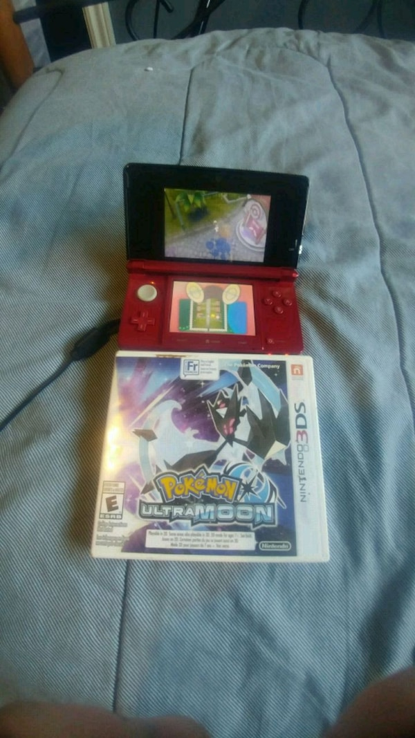 NINTENDO 3DS WITH CHARGER & POKEMON ULTRA MOON