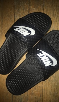 Pair of black-and-white nike slide sandals Washington, 20002