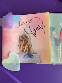 OFFICIAL TAYLOR SWIFT AUTOGRAPH AND CD MINT !! ALSO PROOF -