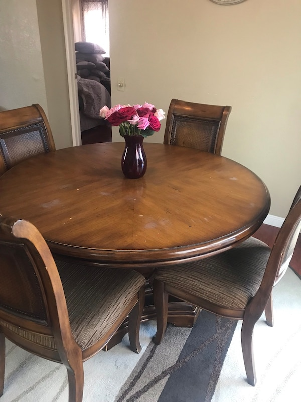 Dining room table (6 chairs)