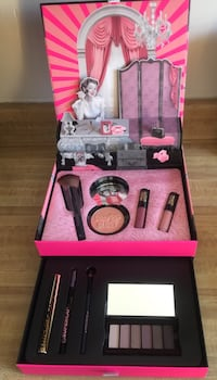Brand new Soap & Glory Extrava-Glamza Gift make up box(pick up only) Alexandria, 22310