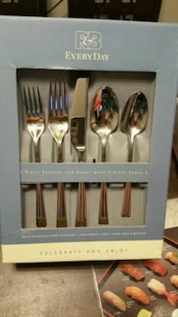 NEW Reed & Barton Tempo 45 pc Flatware Set  43 km
