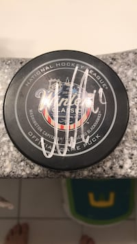 Nicklas  Backstrom Autographed  Winter  Classic Puck Annandale, 22003