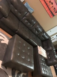 Leather couch like new  London, N6B 1V4
