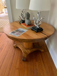 Round wooden table Baltimore, 21210
