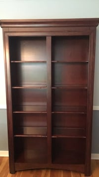 Open Hutch or Curio Cabinet. Has 8 glass adjustable shelves. Very good used condition