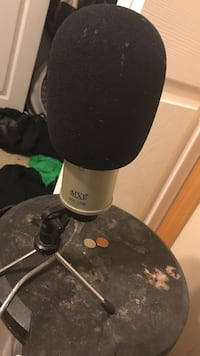 mxl 990 microphone with cap on it  Des Moines, 50320