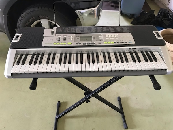 Casio Key Lighting System LK-200s keyboard with stand  0