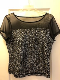 black and white scoop-neck shirt Toronto, M4S 2L3