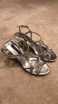Silver strappyvsandals Chantilly, 20151