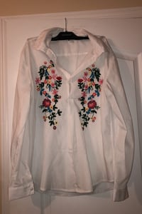 Woman's top white floral Laval, H7W 5M9