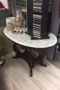 Beautiful Marble Top Table! Niagara Falls, L2G 4N8