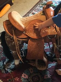 brown and black leather horse saddle Gonzales, 70737