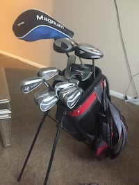 black golf bag with golf clubs Kansas City, 64136