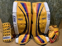 Goalie pads plus blocker & catcher 31+1 Oakville, L6H 1R8