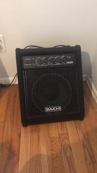 black and gray Crate guitar amplifier Edison, 08817