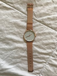 Rose gold analog watch with mesh rose gold band