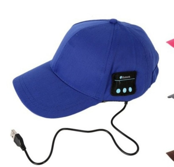 Men cap with headphone bluthood and charger 4e85513b-91d6-47c8-b9a6-568cb50c638b