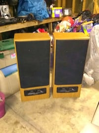 300 wtt 12 inch sub Home stereo speakers by Fisher 362 mi