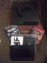 Ps3 320 gb version with 4 games Shelton