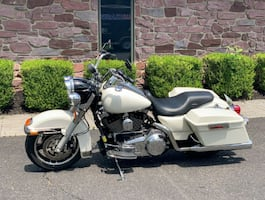 Beautiful clean2009 Harley-Davidson Road King Low miles