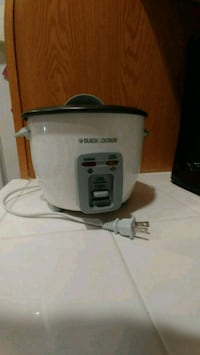 Black & Decker 6-Cup Rice Cooker and Steamer, Whit