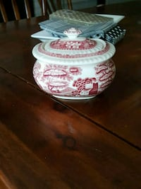 white and red floral ceramic bowl Mississauga, L5H 3T1
