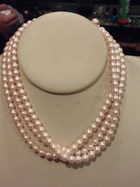 white pearl beaded necklace and bracelet Monrovia, 91016