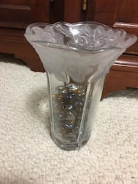 Mikasa vase with frosted floral pattern on top edge