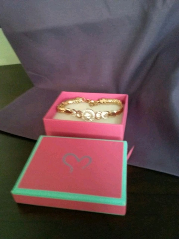 Costume jewelry. Lovely Rose colored bracelet  937e0bb6-a22f-4ee8-8220-f43a3e007ef7