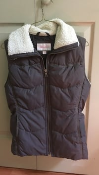 Vest size small Plymouth, 04434