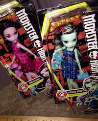 Frankie Stein and Draculuara Monster High dolls new