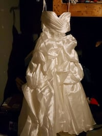 Stunning White Wedding Dress & Accessories (will sell seperate) Kitchener, N2B 2L3
