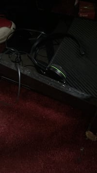 Xbox1 does work fine 100 bucks it's yours comes with head set and no games  Mount Airy, 21771