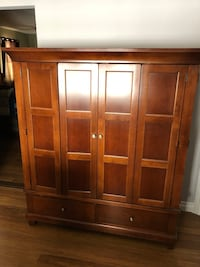Solid wood Armoire Ottawa, K0A 3E0