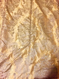 "Gold and silver printed elegant comforter w/ 2 matching pillow cases 82""x78"" Toronto, M3J 1L7"